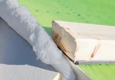 Izolovanie hrebeňa strechy.