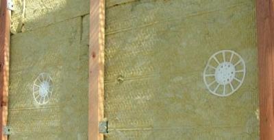 Kotvenie izolačných dosiek odvetranej fasády