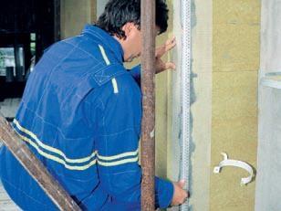 Ochrana hrán a izolácie pri montáži zateplenia domu