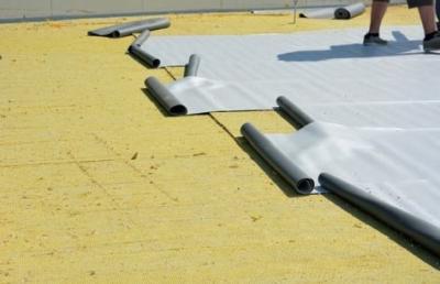 Postup vytvorenia ľahkej požiarne odolnej plochej strechy 18