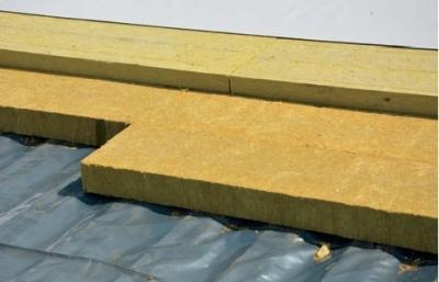 Postup vytvorenia ľahkej požiarne odolnej plochej strechy 22