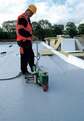 Postup vytvorenia ľahkej požiarne odolnej plochej strechy 34
