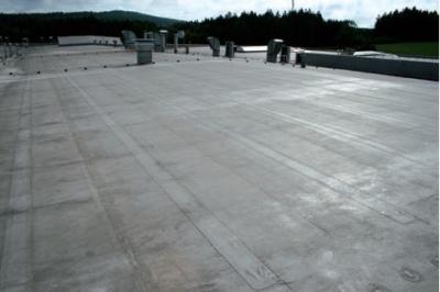 Postup vytvorenia ľahkej požiarne odolnej plochej strechy 39