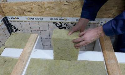 Zateplenie pochôdznej povaly - Priestor medzi krížom a bočnou stenou vyplniť izoláciou