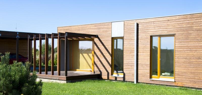 Drevostavby doma a v zahranici, drevo ako stavebny material