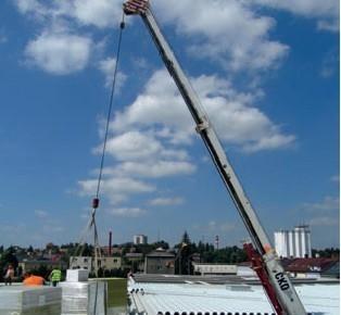 Postup vytvorenia lahkej poziarne odolnej plochej strechy