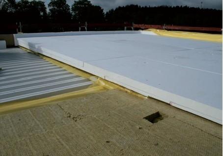 Postup vytvorenia ľahkej požiarne odolnej plochej strechy 16