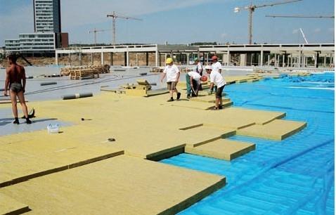 Postup vytvorenia ľahkej požiarne odolnej plochej strechy 17