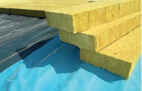 Postup vytvorenia ľahkej požiarne odolnej plochej strechy 21