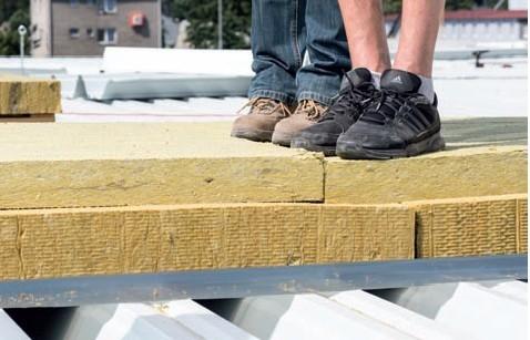 Postup vytvorenia ľahkej požiarne odolnej plochej strechy 23