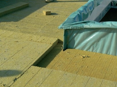 Postup vytvorenia ľahkej požiarne odolnej plochej strechy 27