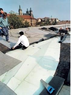 Postup vytvorenia ľahkej požiarne odolnej plochej strechy 30