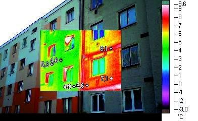 Zateplovanie objektov - termografia napoly zatepleneho bytoveho domu