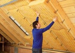 Šikmé strechy – montáž tepelnej izolácie medzi krokvy