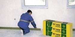 Oddelenie pevnej vrstvy od konstrukcii a stien