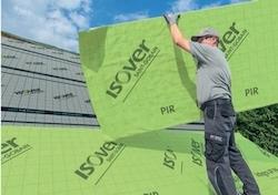 Šikmé strechy – montáž izolácie medzi a nad krokvami z vonkajšej strany strechy